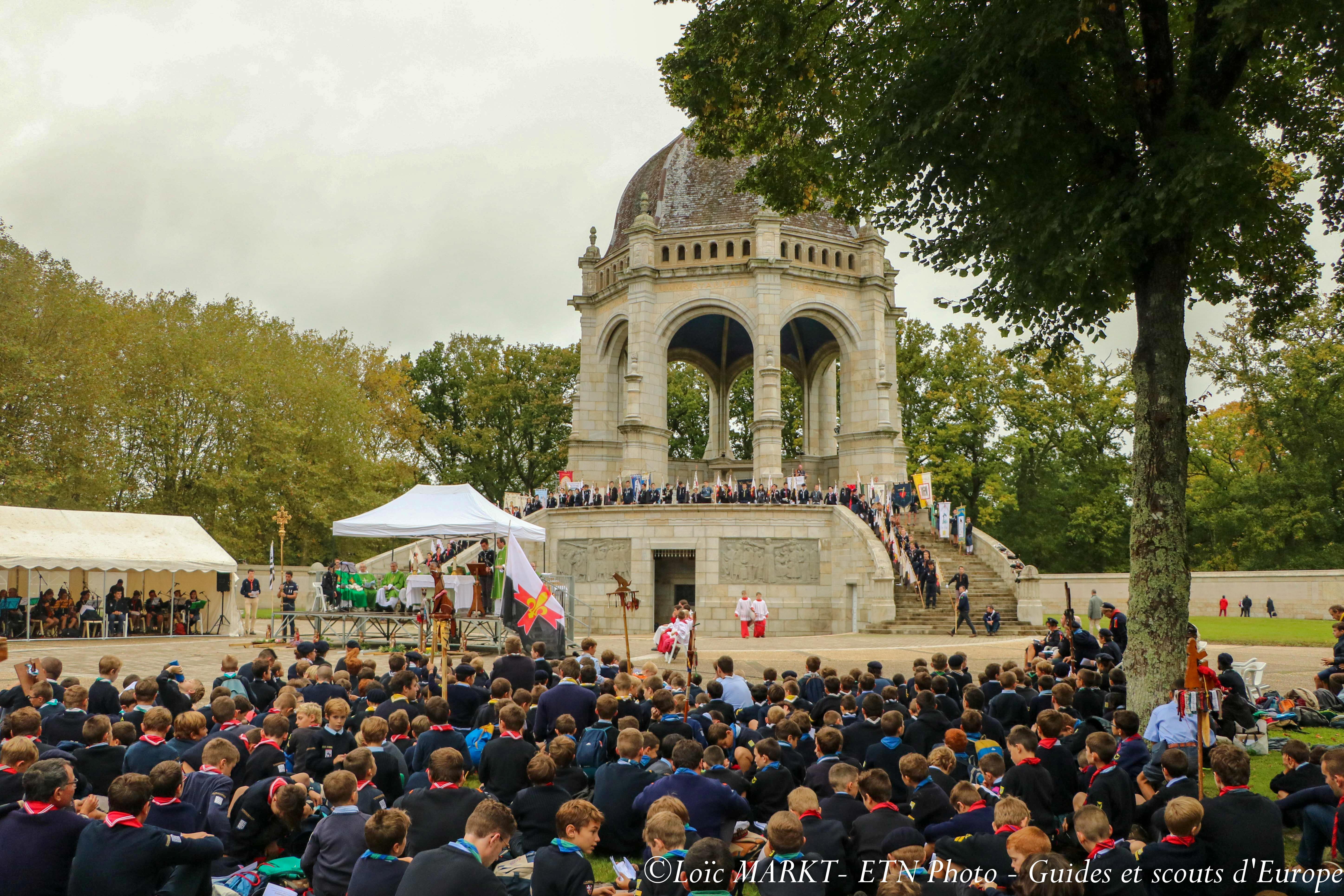 Pardon des 2000 scouts bretons à sainte Anne d'Auray
